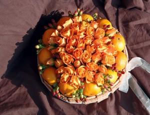 Торта от цветя и лакомства